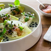 Salathapsere med krabbe og ærteskud