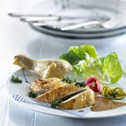 Kyllingesteg med agurkesalat og rabarberkompot